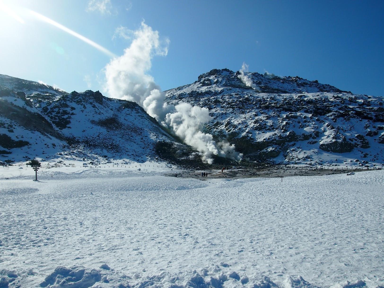 冬の硫黄山